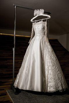 Ph: Fernanda Scott Fotografia  / Wedding Dress: Junior Santaella | Post: FEV 09, 2015 - Ana Paula & Andre {via Say I do} → http://www.sayido.com.br/archives/30911