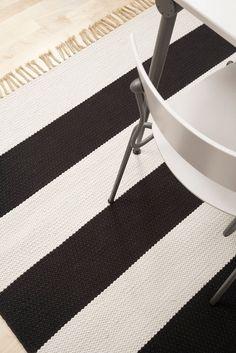Polka rug with fringes
