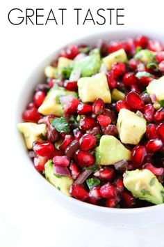 Black Bean, Pomegranate and Avocado Salsa. Black Bean, Pomegranate and Avocado Salsa Recipes Black bean salsa with pomegranate arils and avocado! This festive salsa is perfect for holiday parties! Raw Food Recipes, Appetizer Recipes, Vegetarian Recipes, Cooking Recipes, Healthy Recipes, Party Appetizers, I Love Food, Good Food, Yummy Food