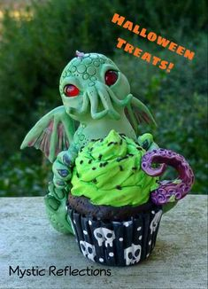 Handmade one of a kind Polymerclay Cutethulhu sculpture with cupcake by Mystic Reflections. Polymer Clay Creations, Mystic, Cupcake, Sculpture, Desserts, Handmade, Food, Hand Made, Meal