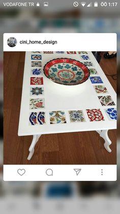 Süper Mosaic Outdoor Table, Outdoor Table Tops, Mosaic Diy, Mosaic Tiles, Painted Furniture, Diy Furniture, Decorative Tile, Pottery Studio, Tile Art