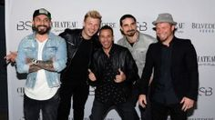 Backstreet Boys Helped A Fan Propose By Serenading His Girlfriend . Read more: http://ift.tt/2o3EhdE #MusicNews… http://ibeebz.com