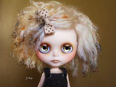 Resultados de la Búsqueda de imágenes de Google de http://www.blythe-doll-fashions.com/wp-content/uploads/2010/05/Golden-girl.jpg