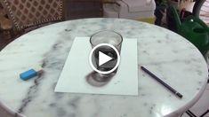 Stefan Pabst è un vero fenomeno dei disegni 3D ultra realisitici. Ma non solo, essendo un sincero appassionato, nei suoi video mostra al pubblico anche tutto il processo di costruzione delle sue opere. Come questo bicchiere ad esempio, che tratto dopo tratto sembra uscire dal foglio sempre di più