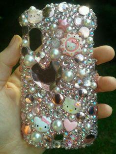Glam hello kitty phone case, waaaaaant.