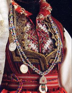 FolkCostume & Embroidery: Costume and Embroidery of Skopje, Macedonia - Stickerei Ideen Folk Fashion, Ethnic Fashion, Ethno Style, Textiles, Folk Dance, Ethnic Dress, Folk Costume, Historical Clothing, Traditional Dresses
