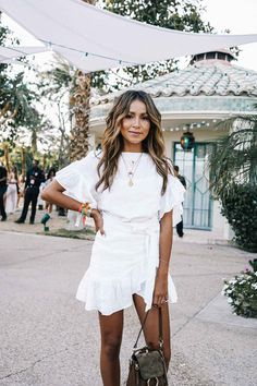 Wow, this white dress incredible. Spring Summer fashion.
