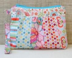 Bella Clutch FREE Pattern Download available at connectingthreads.com