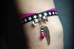 Réalisation d'un bracelet ruban et breloque noeud et ailes d'ange