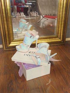 Νυφικά πέδιλα με Glitter ιριδίζον Divina Bridal Sandals, Abs, Glitter, Children, Young Children, Crunches, Boys, Kids, Abdominal Muscles