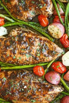 Honey Balsamic Chicken Breasts and Veggies - All cooked on one single pan. Easy peasy with zero clean up, and packed with so much flavor. *made it with green beans instead of asparagus Clean Recipes, Cooking Recipes, Healthy Recipes, Clean Foods, Damn Delicious Recipes, Simply Recipes, Cooking Videos, Healthy Meals, Sauteed Vegetables