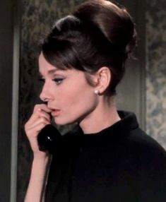 """Rochforte said about me """"He calls himself a Man of God look what he pins for you on here! Audrey Hepburn Charade, Audrey Hepburn Mode, Aubrey Hepburn, Viejo Hollywood, Old Hollywood, Look Vintage, Vintage Beauty, Charade 1963, Gibson Girl"""