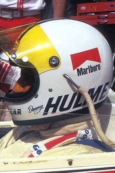 Denny Hulme with his trademark yellow visor Road Race Car, Road Racing, Race Cars, Auto Racing, Vintage Helmet, Vintage Racing, Racing Helmets, Football Helmets, Jochen Rindt