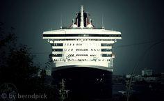 Queen Mary 2  #hh #stpauli #queenmary2 #hafen #landungsbrücken http://sanktpaulistreetphotography.jimdo.com