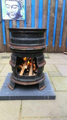 Vuurkorf gemaakt van oude velgen