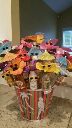 Creative and Unique Birthday Gifts Ideas for Your Boyfriend - Beer Cake st Birthday Liquor Bouquet Alcohol Gift Baskets, Liquor Gift Baskets, Alcohol Gifts, Raffle Baskets, 21st Birthday Gifts, Unique Birthday Gifts, Diy Birthday, Birthday Ideas, Birthday Bouquet