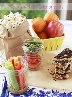 Healthy Road Trip Snacks from Marina Zlochin Zlochin YummyMummyKitchen. Ideas include dried veggie chips, low-fat popcorn, pasta salad, hummus and pitas, and more. Road Trip Snacks, Travel Snacks, Road Trips, Car Snacks, Snacks Kids, School Snacks, Vegan Snacks, Healthy Snacks, Healthy Recipes