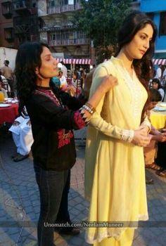 #superb #blackdress #loveneelam #sarahkhan  http://www.unomatch.com/neelammuneer/ #neelammuneer #unomatch #fans #pakiactress #makeup ♡