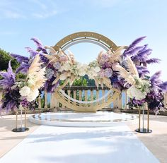 Floral decor with feathers and hydrangeas in pantone color of this year. Blumendekor mit Federn und Hortensien in Pantone-Farbe dieses Jahres. Wedding Backdrop Design, Wedding Stage Decorations, Purple Wedding, Wedding Flowers, Dream Wedding, Summer Wedding, Flower Backdrop, Wedding Ceremony, Wedding Poses
