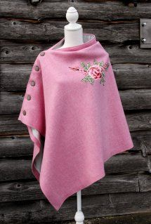 Harriet Hoot Harris Tweed Pink Rose Cape - minus the rose. Cute seeing inspiration Hijab Fashion, Diy Fashion, Ideias Fashion, Winter Fashion, Fashion Dresses, Vintage Fashion, Womens Fashion, Fashion Design, Fashion Cape
