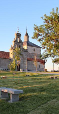 Ermita de San Antonio del Cerro en Navas de San Antonio (Segovia) del sXVIII. Está enclavada en un entorno muy agradable. Merece la pena una visita. — en Navas De San Antonio (Segovia).