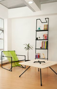 Chic plumbing pipe shelves and furniture I like the shelf. Unusual Furniture, Cheap Furniture, Furniture Projects, Furniture Making, Home Projects, Furniture Design, Modern Furniture, Sustainable Furniture, Studio Furniture
