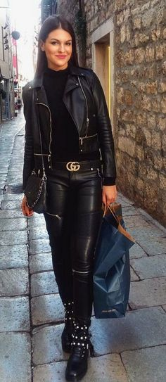 Black leather pants and jacket outfit with ankle boots Leather Jacket Outfits, Leather Trousers, Leather Boots, Black Leather, Lederhosen Outfit, Fashion Moda, Womens Fashion, Best Leather Jackets, Leder Outfits