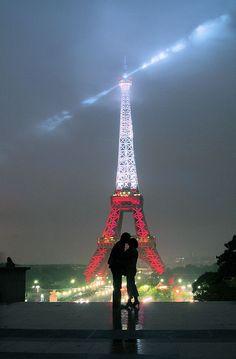 "Kiss, Paris amo esta foto ""! un futuro asi cuesta mi presente :')"
