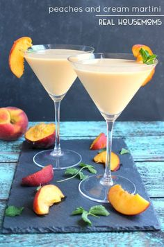 This Peaches and Cream Martini is fun summer cocktail, perfect for sipping on the patio! Made with fresh peaches, cream liquor and a couple other goodies, this cocktail is cool, creamy and completely delicious! Cocktail Vodka, Rum Cocktails, Best Summer Cocktails, Non Alcoholic Drinks, Peach Schnapps Drinks, Lemonade Cocktail, Summer Martinis, Cocktail Shaker, Smoothie King