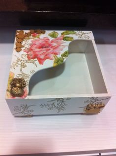 Porta guardanapos em Mdf com decoupage. Lace Painting, Painting On Wood, Decoupage Art, Paper Crafts, Diy Crafts, Lace Patterns, Tissue Boxes, Master Class, Wooden Boxes