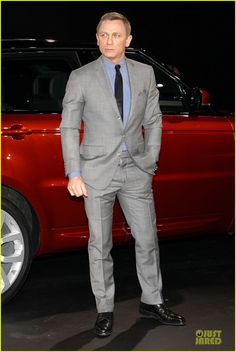 Daniel craig gentleman style в 2019 г. James Bond Suit, Bond Suits, James Bond Style, Rachel Weisz, Men Fashion Show, Best Mens Fashion, Mens Fashion Suits, Grey Suit Combinations, Daniel Craig Suit