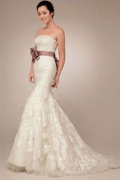 Sheath Wedding Dress : Lace wedding dress is one of the hottest trends in 2014.