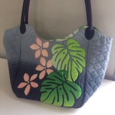 画像 レッスン♪の記事より Hawaiian Quilt Patterns, Hawaiian Pattern, Hawaiian Quilts, Painted Canvas Bags, Rustic Fabric, Sashiko Embroidery, Art Bag, Bag Patterns To Sew, Fabric Bags