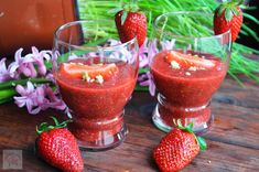 chia and strawberries What A Beautiful Day, Light Desserts, Cooking Recipes, Healthy Recipes, Raw Vegan, Punch Bowls, Strawberry, Food And Drink, Favorite Recipes