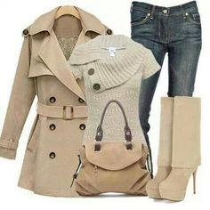 Outfit invernal, jeans, bolso, botines, sueter y gabardina color beige