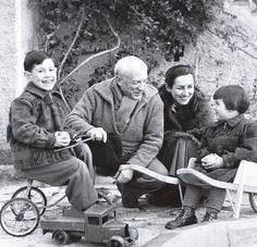 с Франсуазой и детьми Клодом и Паолой.