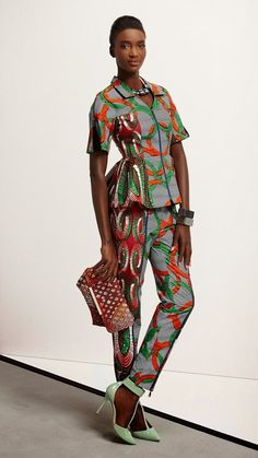 """Vlisco's first collection in 2015 is titled """"Think"""". The new colors and prints are supposed to inspire women to think about the cool outfits they want to create out of the fabrics: """"Think inspires women to follow their mind's eye and give it free reign to create an outfit that fits their heart's desire perfectly.""""... [Read more]"""