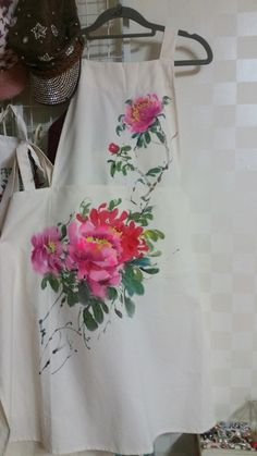 Fabric Painting, Fabric Art, Fabric Crafts, Painting Tips, Hand Painted Fabric, Kurta Neck Design, Painted Boards, Diy Fashion, Embroidery