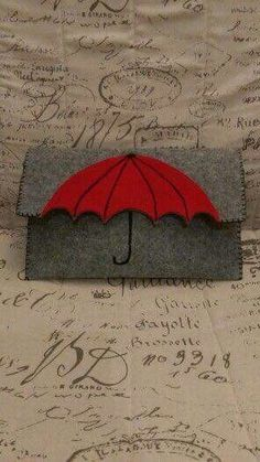 Umbrella felt clutch wallet, could also work as book coverAdorable grey felted clutch purse with red umbrella motif Love the umbrella idea.This Pin was discovered by GorThis is a cute idea that could easily be DIY or just add a little fun in an outfi Felt Clutch, Felt Purse, Clutch Purse, Felt Wallet, Diy Wallet, Purse Wallet, Pouch, Felt Crafts, Diy And Crafts