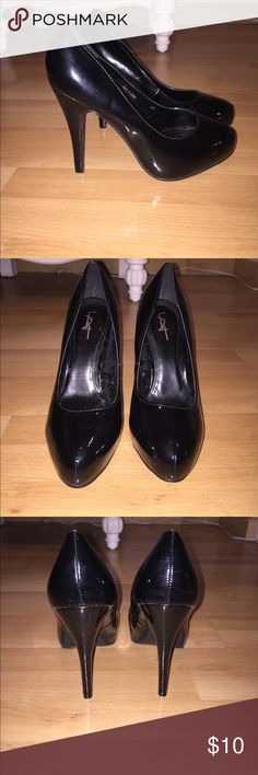 Forever 21 patent leather pumps I'm honestly not sure if these shoes have even been worn before because they are in perfect condition. About 4 and 3/4 inch heel and a 1 inch platform. Basic patent leather black heels that can go with anything. Perfect for a night out. Forever 21 Shoes Heels