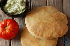 Pain Pita Cake Pesto, Harira, Pain Pita, Entrees, Hamburger, Bread, Cheese, Pains, Ajouter