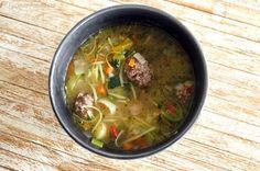 groentensoep met glutenvrije gehaktballen en vermicelli