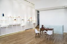 Janus Gallery : view of the gallery Janus, Museums, Galleries, Conference Room, Dining Table, Furniture, Home Decor, Contemporary Art, Decoration Home