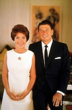 Ronald Reagan and wife Nancy Reagan at 1669 San Onofre Dr. Presidents Wives, Greatest Presidents, American Presidents, American Soldiers, 40th President, President Ronald Reagan, Hollywood Actor, Old Hollywood, Women In History