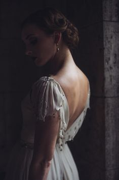 bridal silhouette // photo by @Tara Harmon Kneiser ruffledblog.com/... #bridal #wedding #portraits