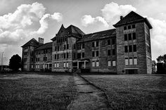 abandoned insane asylums   10 Craziest Places Couples Got Married in 2012