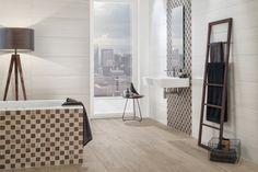 Villeroy & Boch Badkamertegels in een hout look, waarmee een landelijke en huiselijke sfeer kan worden gecreëerd.