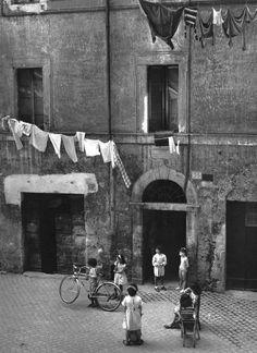 Herbert List Italy Rome The Trastevere Herbert List, Modern Photography, Vintage Photography, Black And White Photography, Street Photography, Moma, Old Photos, Vintage Photos, Roy Decarava