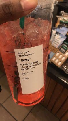 Cold Starbucks Drinks, Starbucks Tea, Coffee Drinks, Tastemade Recipes, Starbucks Secret Menu Drinks, Strawberry Drinks, Creative Desserts, Frappe, Coffee Recipes
