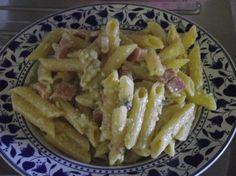 PASTA AL PESTO DI PISTACCHIO è una ricetta tipica della regione siciliana. La sua storia affonda le radici in epoche lontane, quando gli arabi portarono sulla nostra isola il frutto esotico del pistacchio.